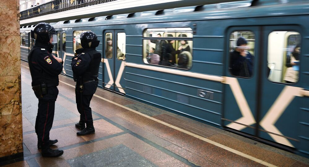 Naked Woman Spotted Riding Moscow Subway Train (Video