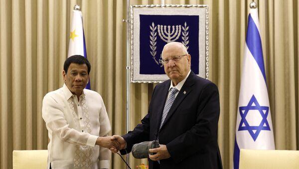 Israeli President Reuven Rivlin, right, shakes hands with his Philippine counterpart Rodrigo Duterte, in Jerusalem, Israel, Tuesday, Sept. 4, 2018 - Sputnik International