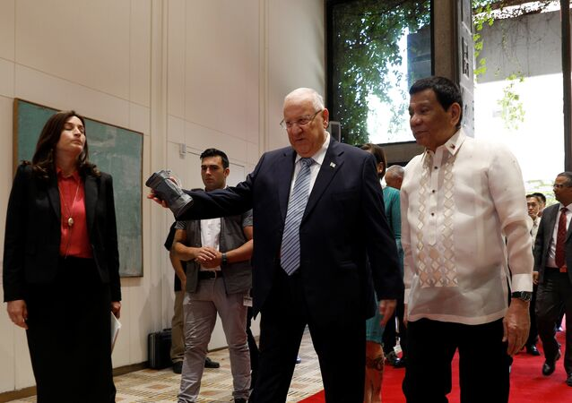 Israeli President Reuven Rivlin welcomes his Philippine counterpart Rodrigo Duterte upon his arrival to the presidential compound in Jerusalem September 4, 2018