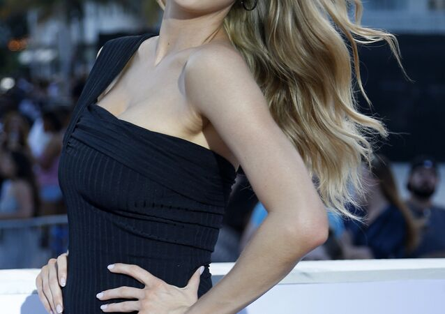 Charlotte McKinney attends Paramount Pictures' World Premiere of 'Baywatch' in Miami Beach, Florida on May 13, 2017.  RHONA WISE / AFP