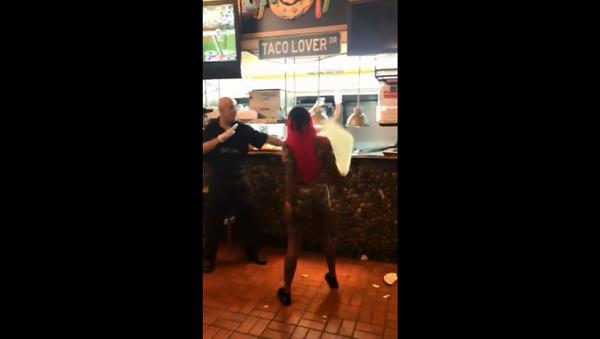 Violent brawl recorded at Chacho's restaurant in San Antonio, Texas - Sputnik International