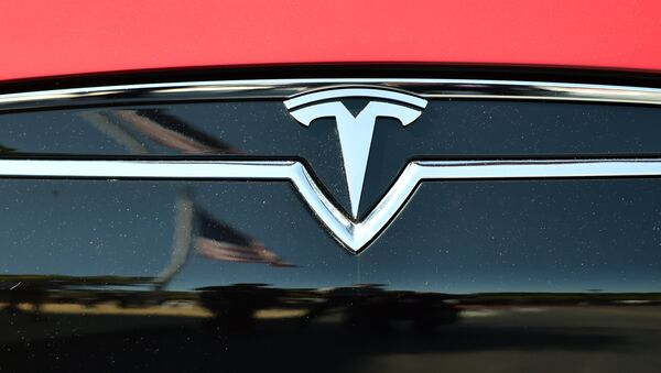 An American flag is reflected in the grill of a Tesla Model S - Sputnik International