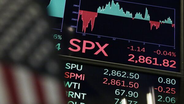 A board above the trading floor of the New York Stock Exchange shows the closing number for the S&P 500 index Wednesday, Aug. 22, 2018. The current bull run on Wall Street became the longest in history on Wednesday at 3,453 days, beating the bull market of the 1990s that ended in the dot-com collapse in 2000 - Sputnik International