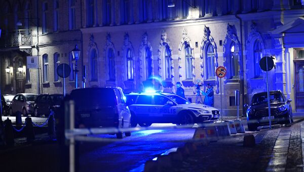 Police arrive after a synagogue was attacked in a failed arson attempt in Gothenburg, Sweden, late December 9, 2017 - Sputnik International