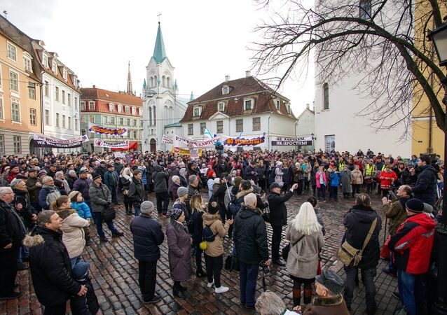 March of angry parents in Riga against the full transfer of schools into the Latvian language.