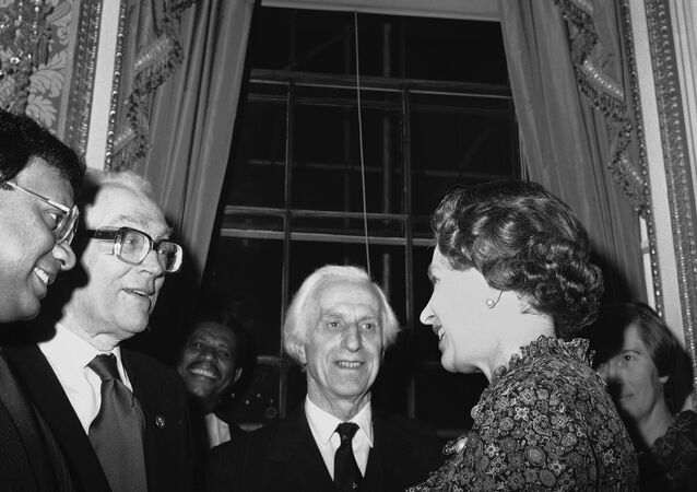 Britain's Queen Elizabeth II, right, talks with Opposition Labour Party leader Michael Foot, second left, during a Commonwealth Day reception at Marlborough House, in London on March 14, 1983. Other people unidentified. (AP Photo/Staff/Dear)