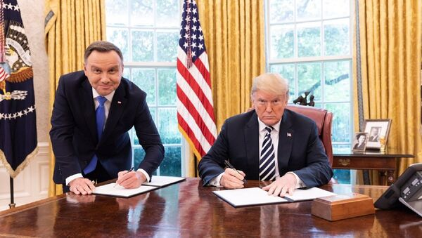A meeting between the leaders of Poland and the US seemed successful enough until one picture created doubts about how well Warsaw was represented. - Sputnik International