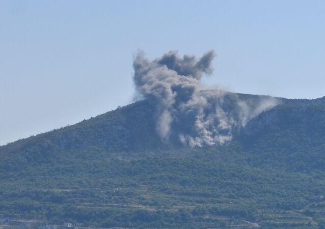 Syrian Army deploys heavy artillery in Latakia.