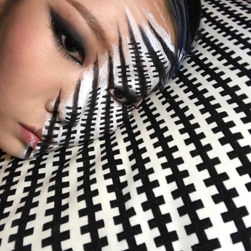 Beautiful Chimera: South Korean Artist Paints Optical Illusions on Her Face