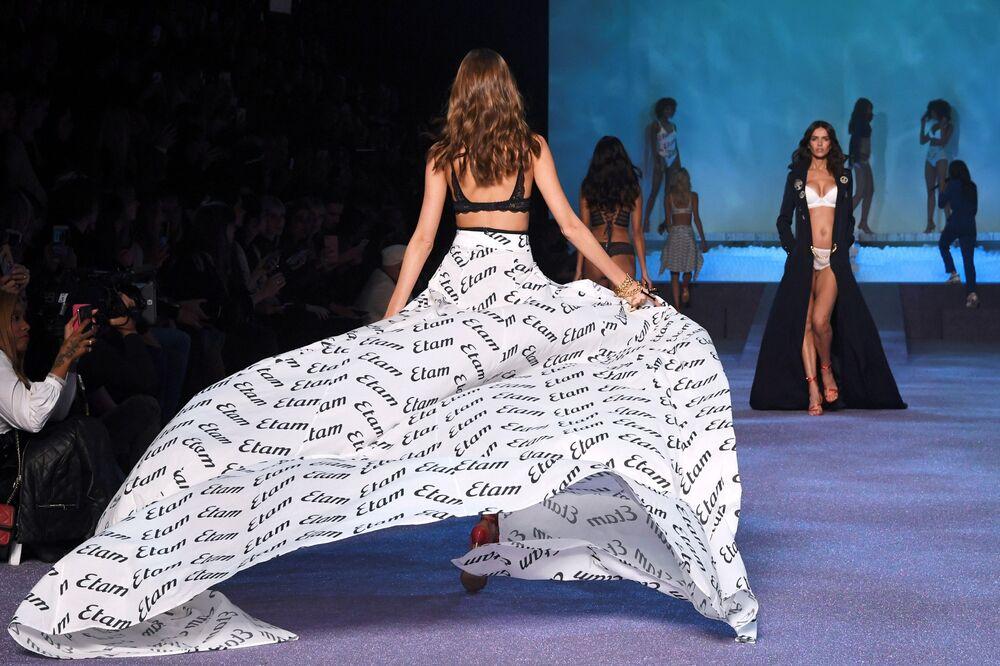 Sexy Back: Etam Presents New Lingerie Line During Paris Fashion Week