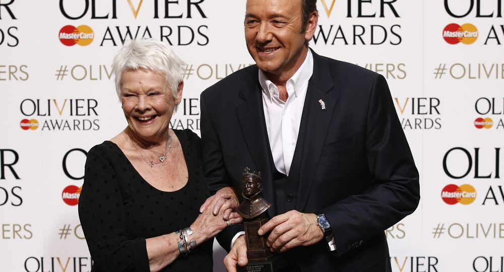 US actor Kevin Spacey (R) poses with British actress Judi Dench (L)