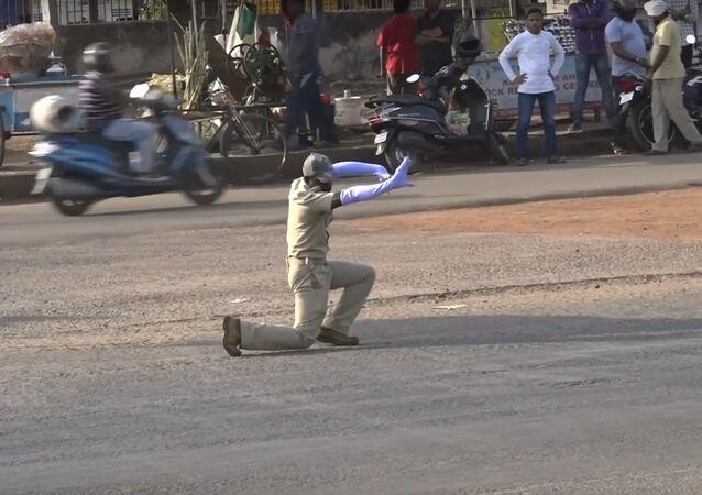 INDIA'S No-1 Dancing Cop