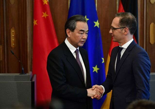 Chinese Foreign Minister Wang Yi (L) and German Foreign Minister Heiko Maas shake hands after a joint press conference on May 31, 2018 in Berlin, as both countries battle to keep the Iranian nuclear deal alive