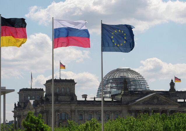 Flaggen Deutschlands, Russlands und der EU