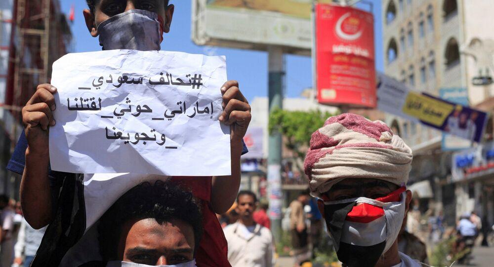 Protesters demonstrate against the deteriorating economy in Taiz, Yemen, October 4, 2018.