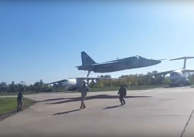 Ukrainian fighter jet extra low pass