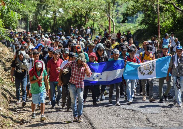 Honduran migrants take part in a new caravan heading to the US with Honduran and Guatemalan national flags in Quezaltepeque, Chiquimula, Guatemala on October 22, 2018