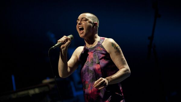 Irish singer-songwriter Sinead O'Connor performs during a concert at the Koninklijk Circus - Cirque Royal, in Brussels on April 12, 2012. - Sputnik International