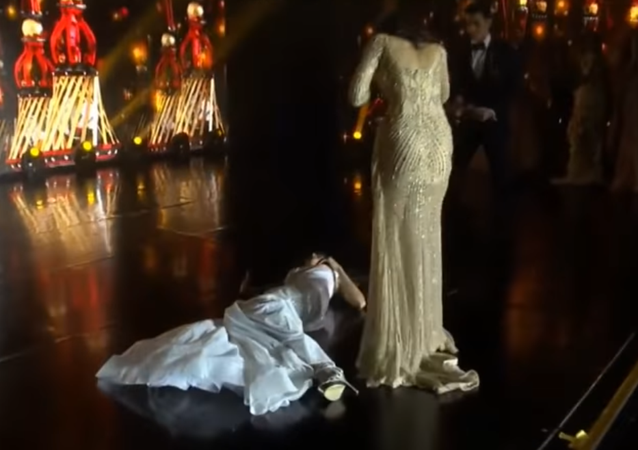 Beauty Pageant Winner Collapses