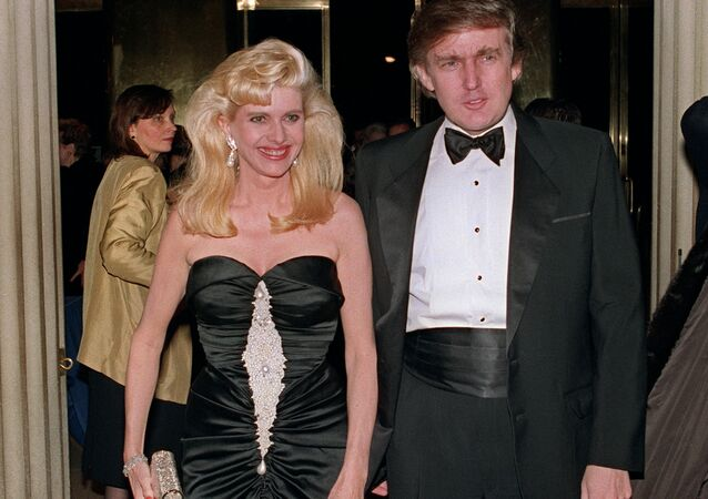 Billionaire Donald Trump and his wife Ivana arrive 04 December 1989 at a social engagement in New York