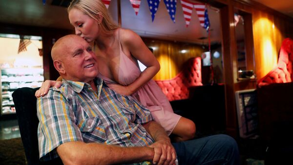 Dennis Hof gets a kiss from Misty Matrix, his girlfriend and a legal prostitute, at his Moonlite BunnyRanch legal brothel in Mound House, Nevada - Sputnik International