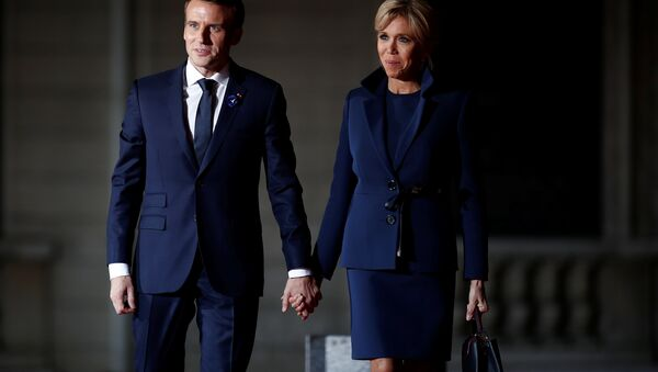 French President Emmanuel Macron and his wife Brigitte Macron arrive to attend a dinner at the Orsay Museum as part of the commemoration ceremony for Armistice Day, 100 years after the end of the First World War, in Paris - Sputnik International