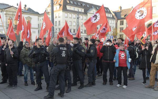 Demonstrators attend a protest against the visit of German Chancellor Angela Merkel at the East German city Chemnitz on Friday, Nov. 16, 2018. - Sputnik International