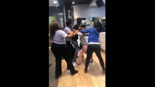 Recently surfaced cell phone footage shows the moment two brawl unfold at a McDonald's restaurant in Louisiana - Sputnik International