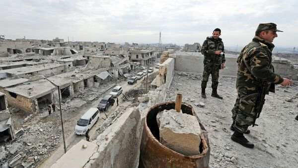 Forces loyal to Syria's President Bashar al-Assad stand atop of a building in the government held Sheikh Saeed district of Aleppo, during a media tour, Syria - Sputnik International