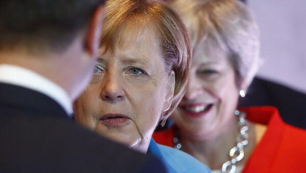 German Chancellor Angela Merkel, left, and British Prime Minister Theresa May wait for the beginning of the plenary session of the informal EU summit in Salzburg, Austria, Thursday, Sept. 20, 2018. - Sputnik International