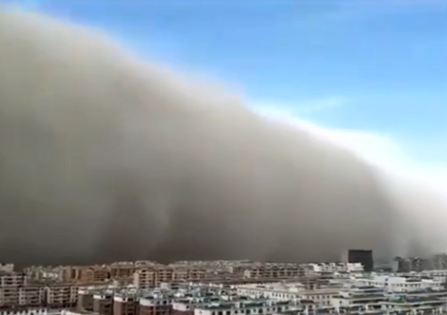 Chinese city of Zhangye experiences massive sandstorm as Beijing deals with worsening air pollution levels