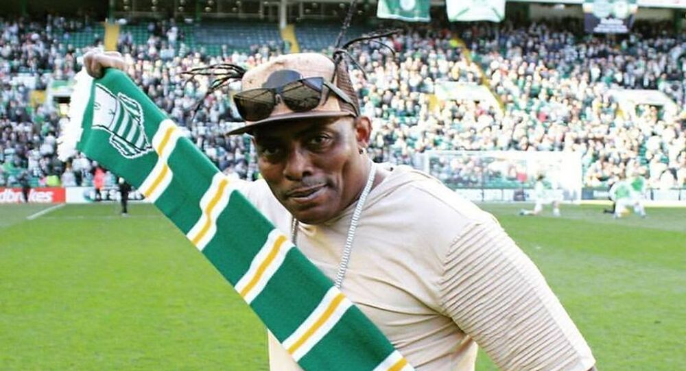 Coolio with the Celtic scarf