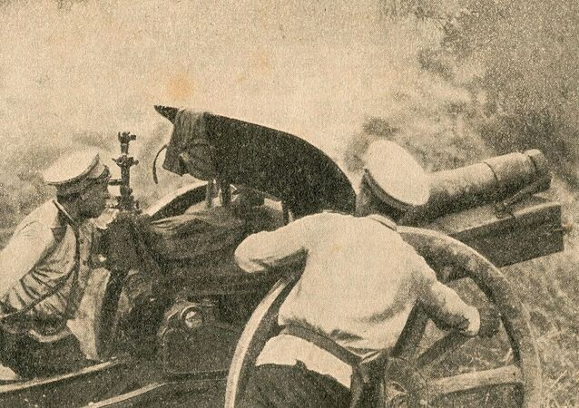 Russian 122 mm howitzer M1909 on the German Front, 1915
