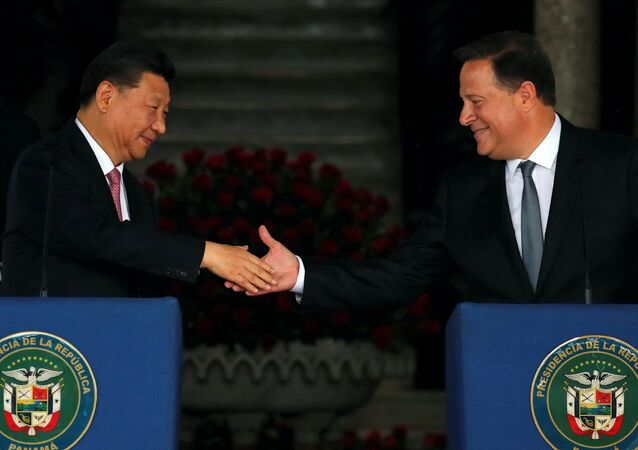 China's President Xi Jinping and his Panamanian counterpart Juan Carlos Varela