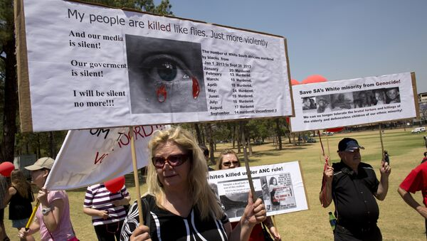 White South Africans hold placards during a protest against the violent murder of farmers which they term genocide and oppressive state policies in favour of blacks in Pretoria on October 10, 2013 - Sputnik International