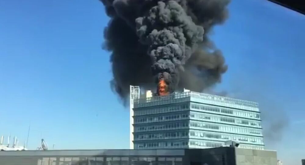 Huge fire this morning on top of the building in Beijing's Zhongguancun tech district that houses Google's office