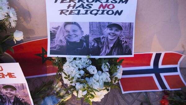 This picture taken on December 21, 2018 shows a combo photo murdered Danish student Louisa Vesterager Jespersen (L) and Nowegian Maren Ueland placed on top of flowers and between the flags of Morocco an Norway as Moroccans pay tribute to the Scandinavian victims - Sputnik International