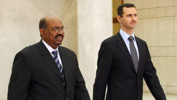Syrian President Bashar al-Assad (R) meets with Sudanese counterpart Omar Al-Bashir (L) at the presidential palace in Damascus on January 12, 2008 - Sputnik International