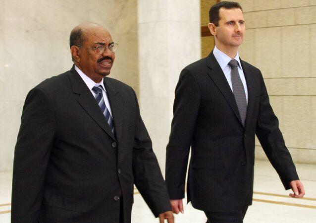 Syrian President Bashar al-Assad (R) meets with Sudanese counterpart Omar Al-Bashir (L) at the presidential palace in Damascus on January 12, 2008