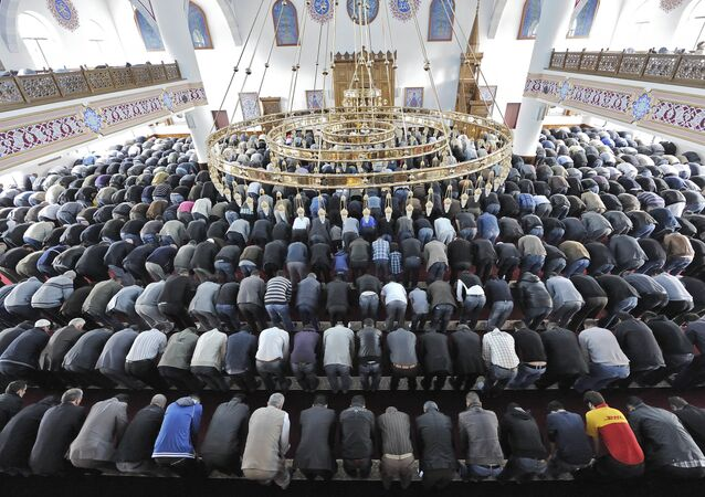 Muslims pray at a mosque for the Eid al-Fitr holiday, which marks the end of the holy Muslim fasting month of Ramadan in Duisburg, western Germany (File)