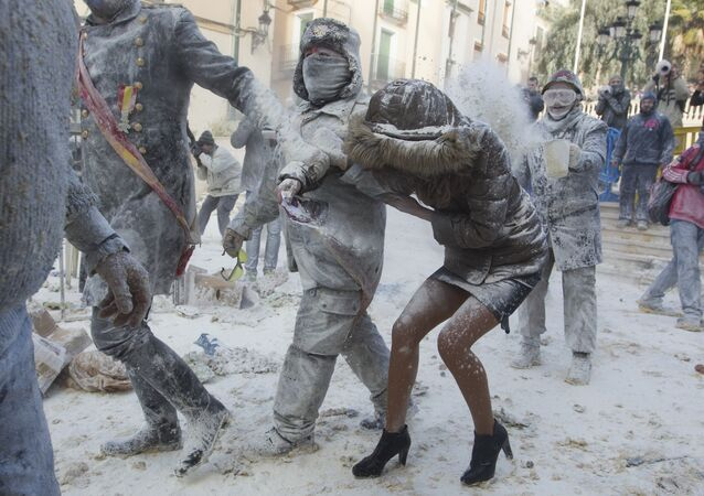 Revellers dressed in mock military garb take part in the Els Enfarinats battle in the southeastern Spanish town of Ibi on December 28, 2017
