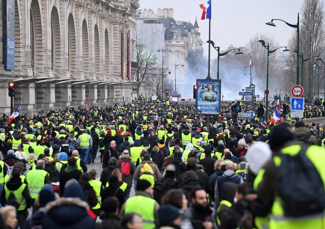 Yellow vest protestors march past Le Musee D'Orsay in Paris on January 5, 2019, during a rally by yellow vest Gilets Jaunes anti-government protestors.