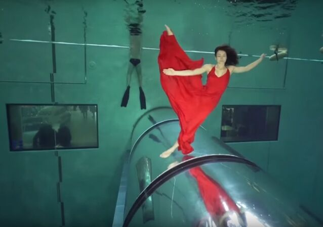 Italians Hold Their Breath, Set Record For Longest Underwater Dance