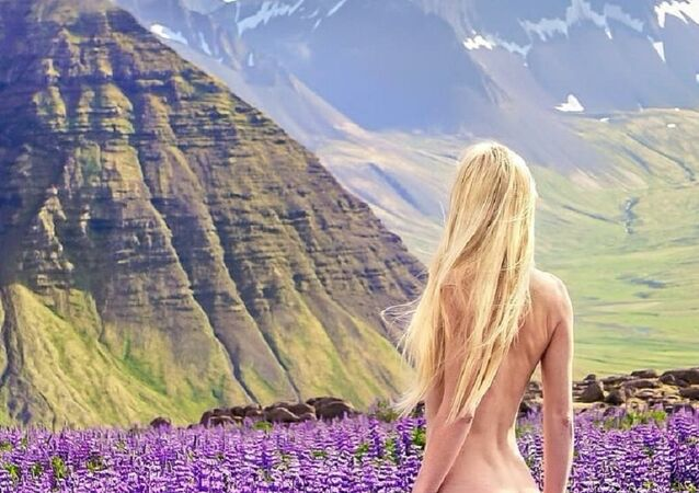 Nudist Girl Promotes Naked Travel With Saucy Holiday PHOTOS