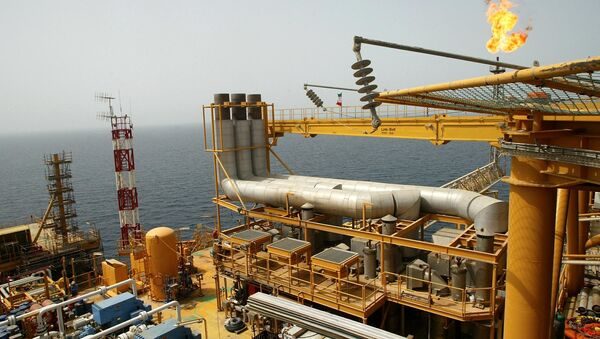 Picture taken 16 May 2004 shows the Balal offshore oil platform in the Gulf waters, in the Gulf on the edge of Qatar's territorial waters - Sputnik International