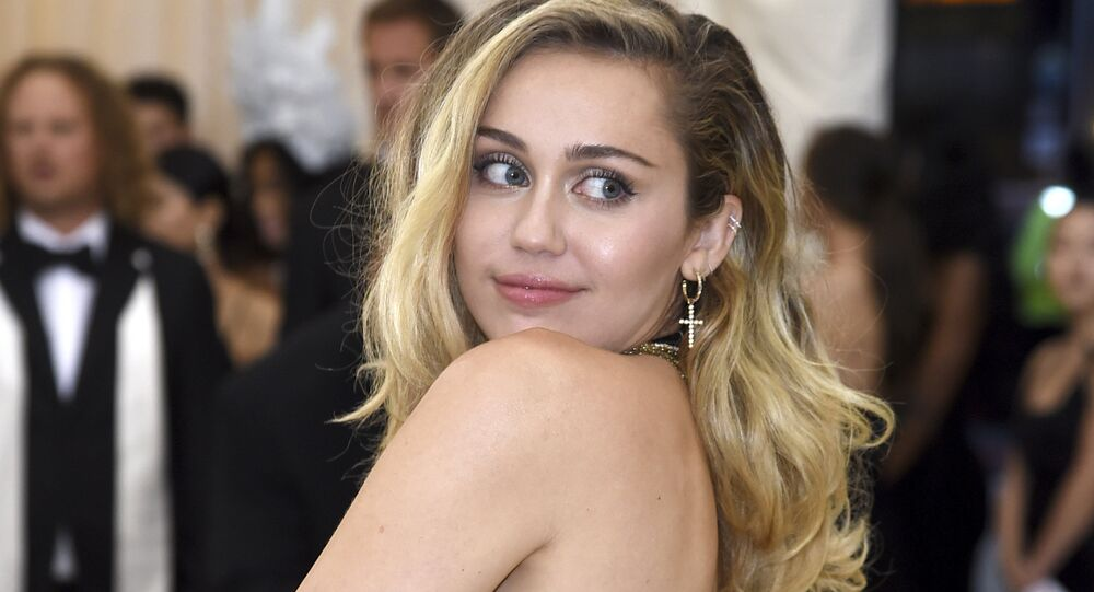 Miley Cyruss New Boyfriend Shares Her Nude Photo in a Hot