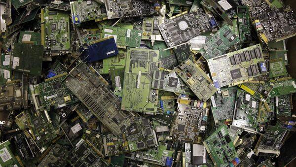Circuit boards fill a bin at a recycling centre - Sputnik International