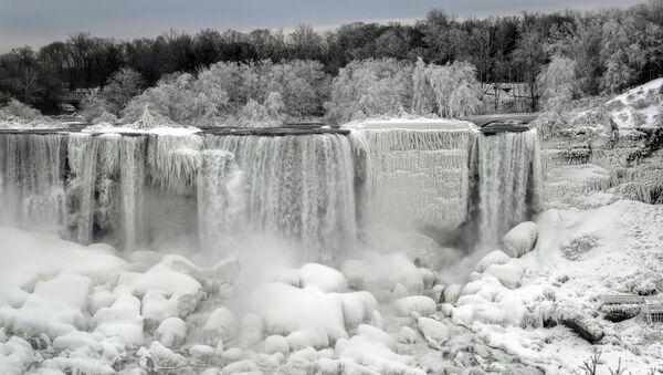 Niagara Falls Partially Freezes Up - Sputnik International