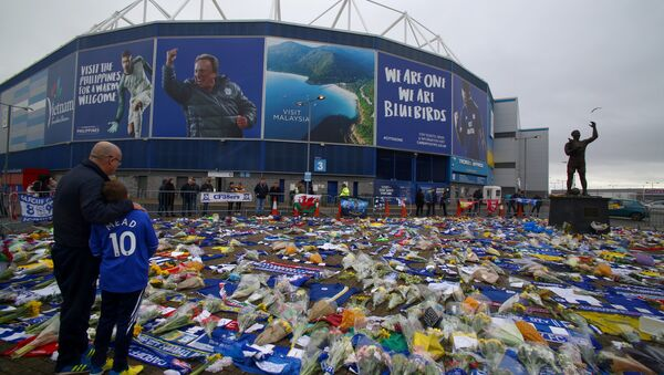 Football fans outside Cardiff City's stadium, where a mass of flowers and other tributes have been placed since Emiliano Sala's plane vanished - Sputnik International