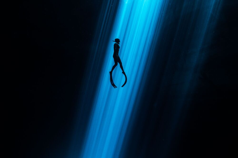 Light Beam Shot That Shows Freediver Ascending From the Bottom Won an Honorary Award in Underwater Art Category